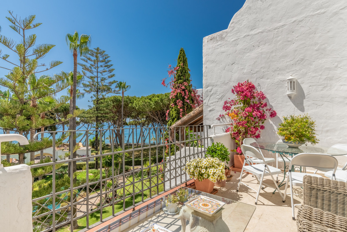 Alhambra del Mar The luxury apartments Alhambra del Mar are located directly on Marbella`s Golden Mi,Spain
