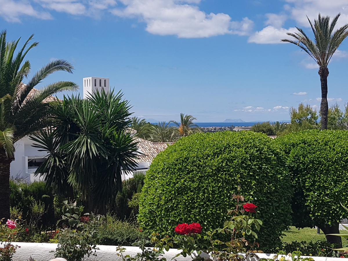 This beautiful and sunny apartment with southwest orientation is located in a luxury residential dev, Spain