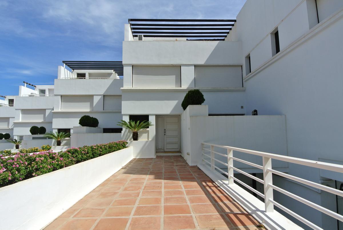 Marbella Banus Adosada en Venta en The Golden Mile – R3447673