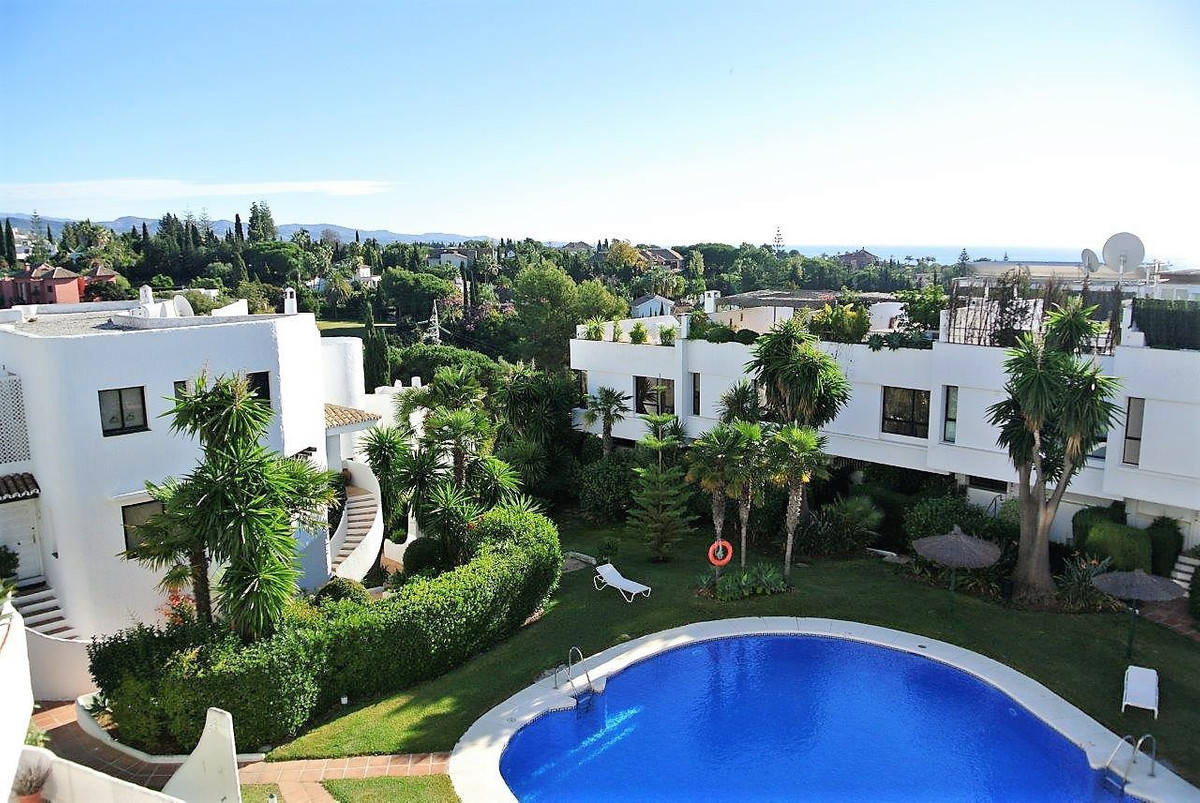 This lovely middle floor apartment is situated in a well-established gated community with 24/7 secur, Spain