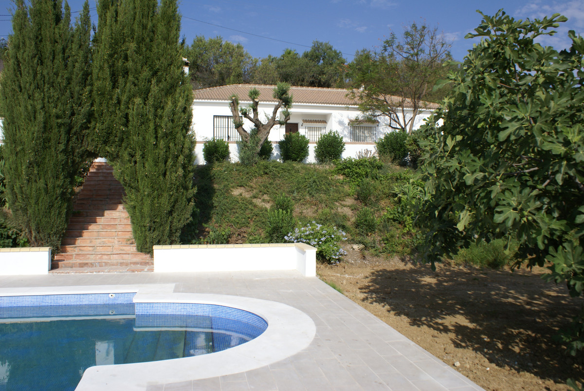 Moonriver is a newly refurbished country house half way between Alhaurin de la Torre and Alharin el , Spain