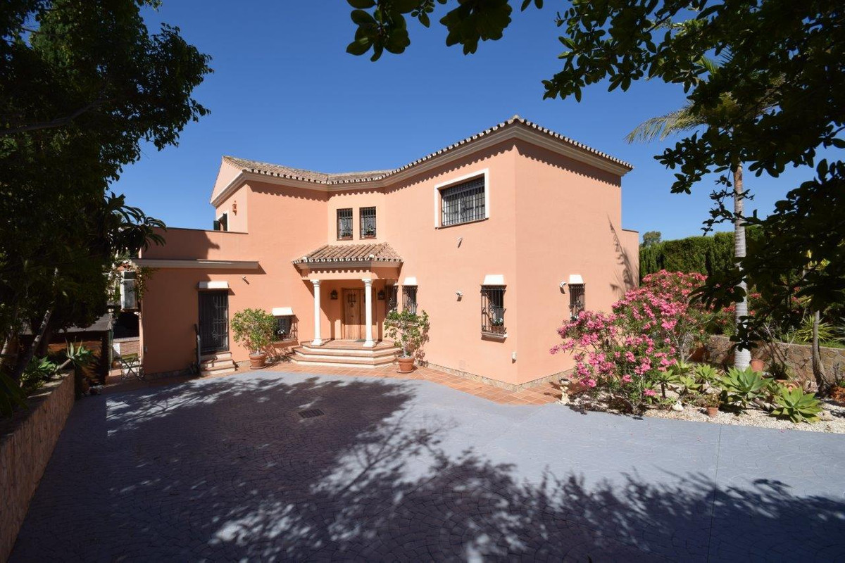 Large family villa situated in the urbanization Atalaya Rio Verde, in walking distance to Centro Pla, Spain