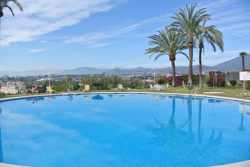 Marbella Banus Apartamento Planta Media en venta en The Golden Mile – R2608910