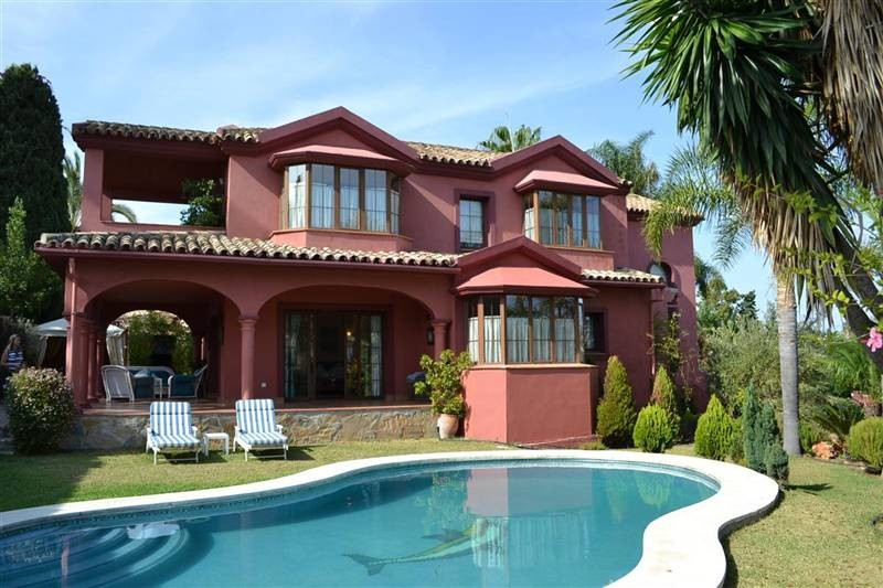 Nice and cozy family villa in the sought after area of Guadalmina Alta, only a stonethrow away from ,Spain