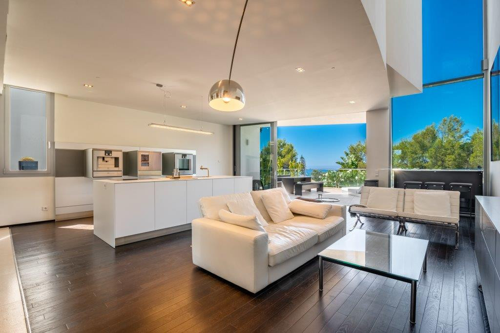 Exclusive 3 bedroom corner-townhouse in a unique 58 luxury unit project with spacious terraces and p,Spain