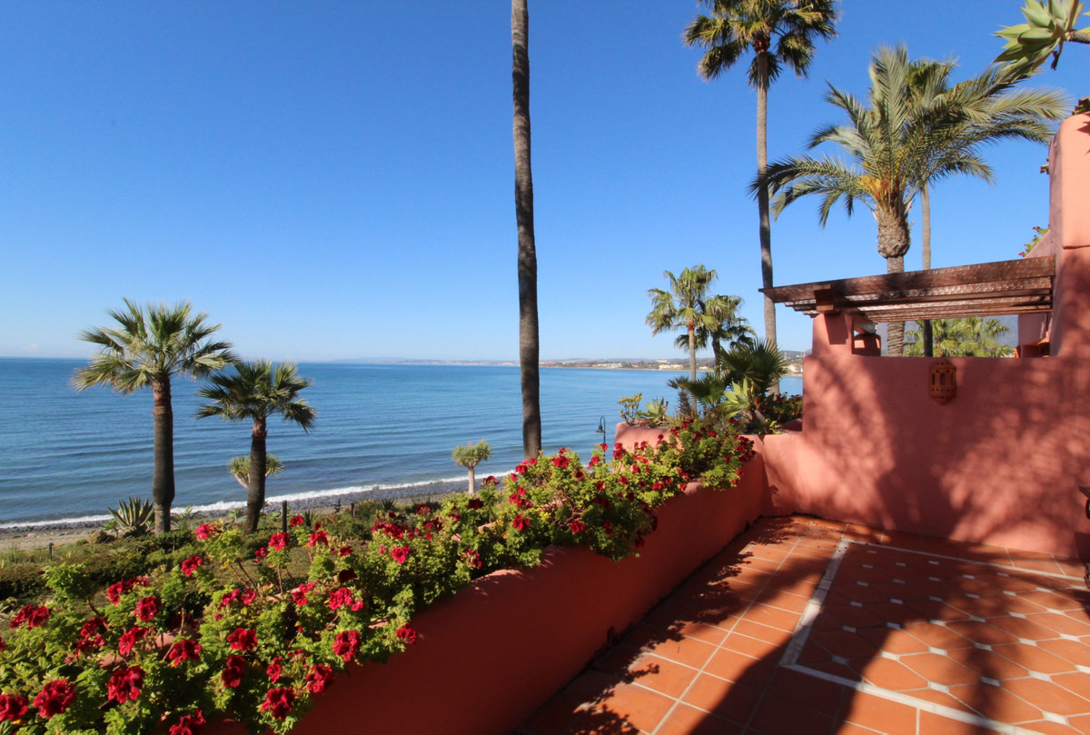 Fabulous spacious beachfront apartment with open panoramic sea views to Gibraltar and Africa in the ,Spain