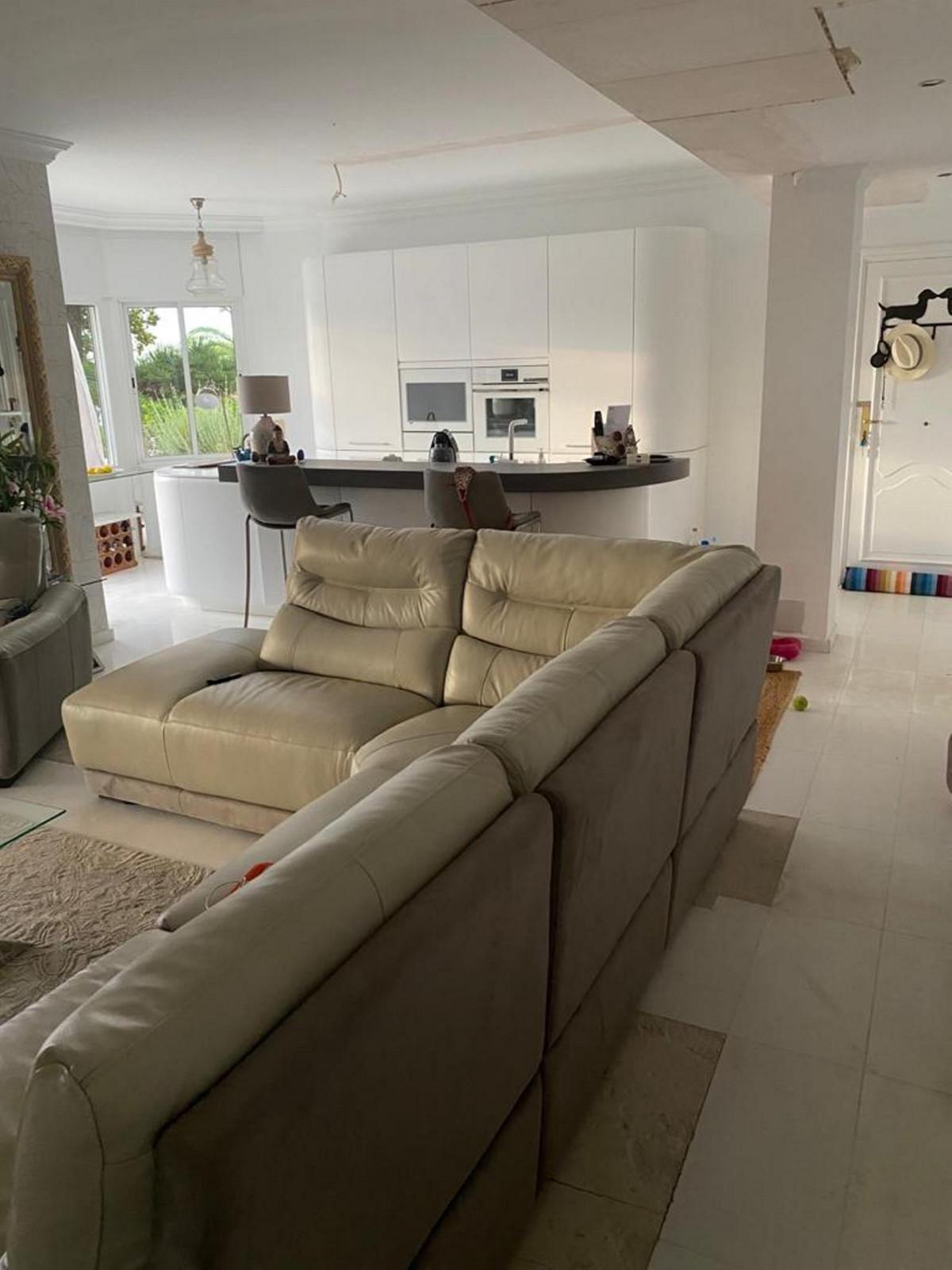 Apartamento Planta Media en Venta en The Golden Mile – R2980334
