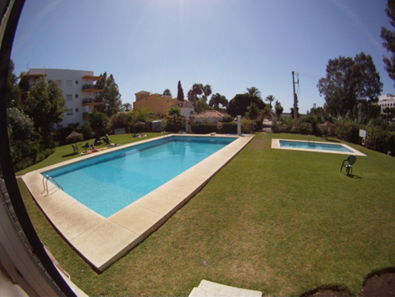 This middle floor apartment is located very close to Puerto Banus, beaches and amenities.  The urban,Spain