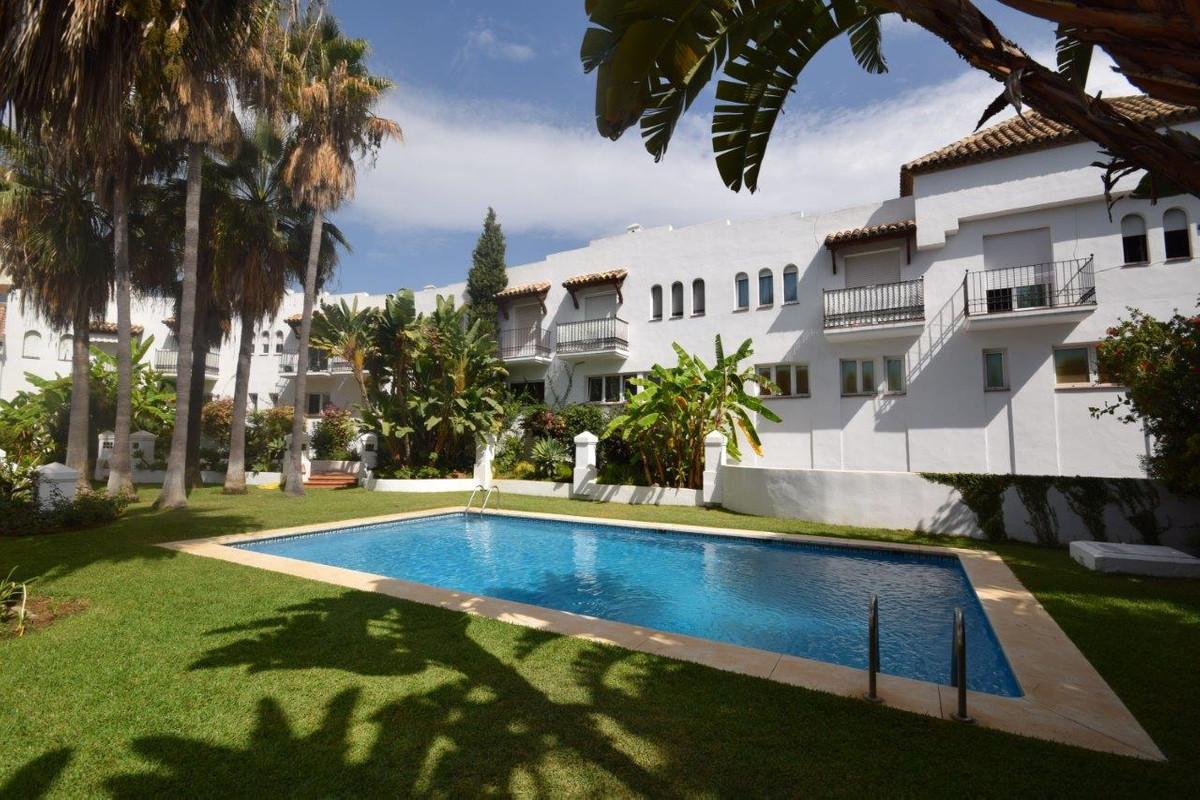 Marbella Banus Adosada en Venta en The Golden Mile – R2964206