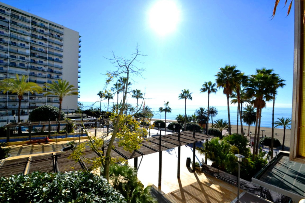 1 bedroom apartment on the beach front  Fantastic 1 bedroom apartment on beachfront, next to the pro,Spain
