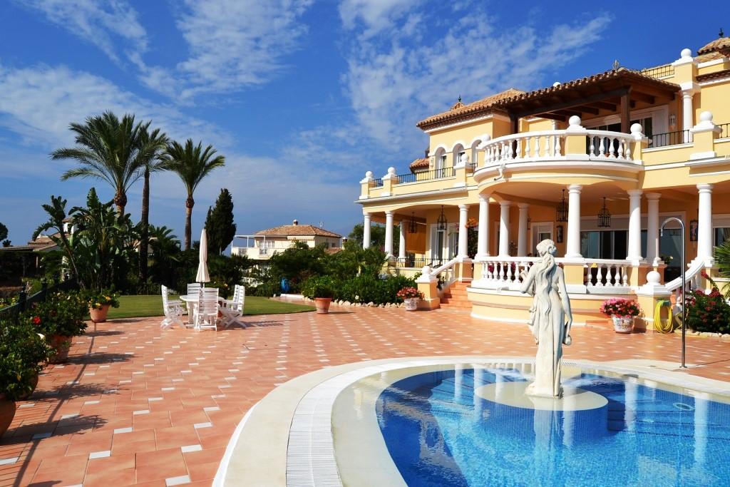 Marbella Banus Villa – Chalet en Venta en El Paraiso – R2927828