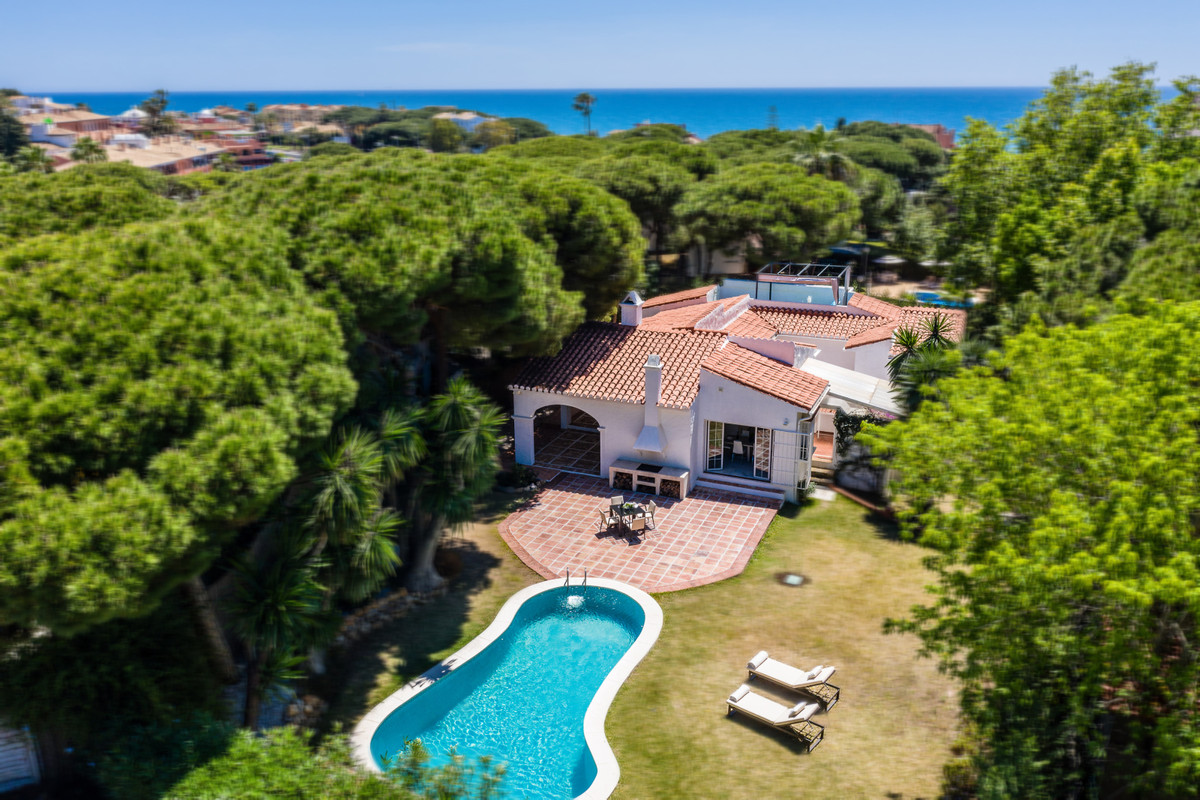 Villa for Sale only in  300 meters from the beach, 4 bedroom   Fantastic independent villa completel, Spain