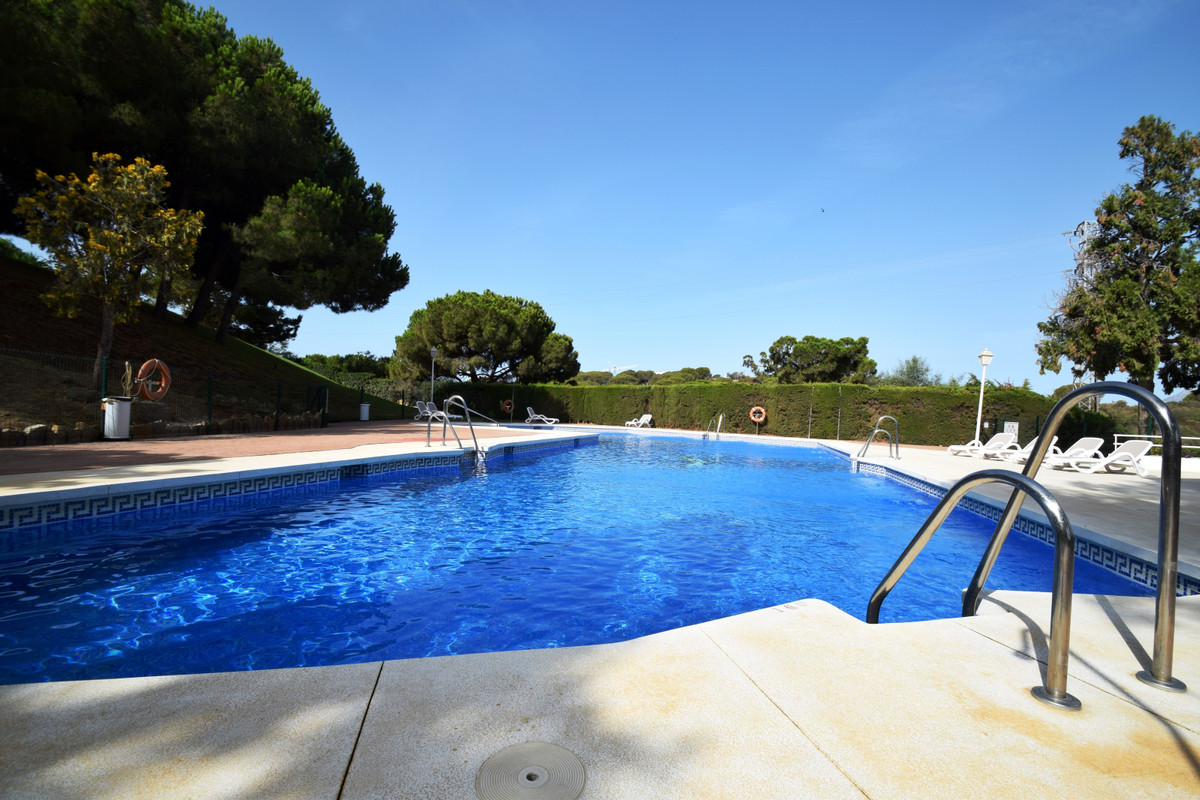 5 bedroom townhouse in Calahonda  Fantastic fully furnished townhouse with 5 bedrooms, 3 bathrooms i Spain