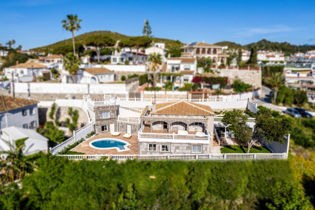 5 bedroom villa in La Ponderosa, Mijas  Fantastic residence completely renovated and fully furnished,Spain