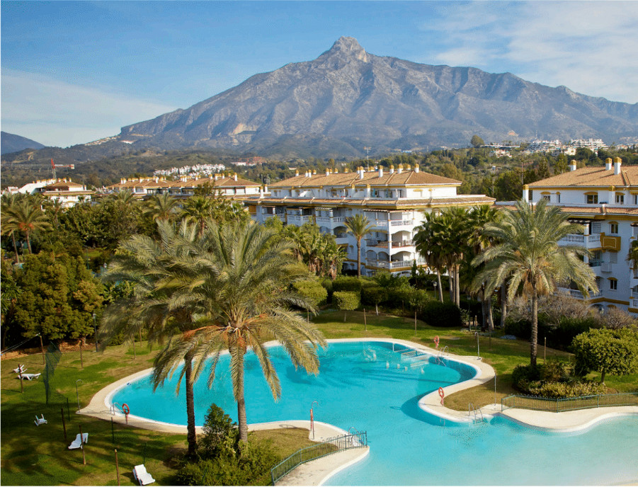 3 bedroom apartment in Dama de Noche  Fantastic ground floor apartment with large private garden, co,Spain