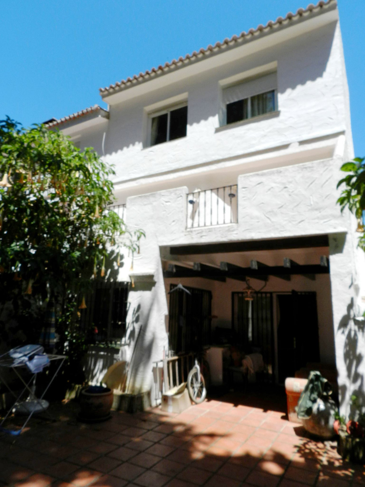 4 bedroom townhouse in Los Naranjos  Beautiful townhouse with 4 bedrooms in gated and private urbani, Spain