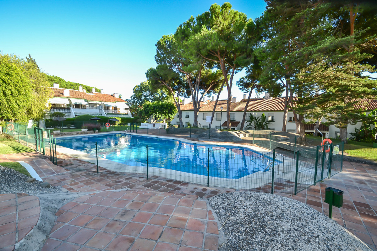 2 bedroom apartment in Nagueles, Golden Mile  Located in closed and private complex very quiet, just,Spain