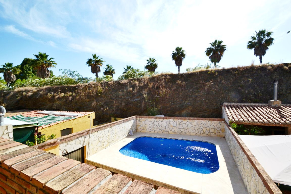 3 bedroom townhouse in gated complex  Beautiful townhouse built in 3 floors. In ground floor, entran,Spain