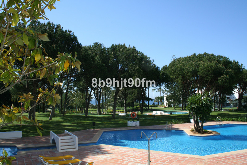 Apartamento Planta Media en venta, Puerto Banús – R3506701