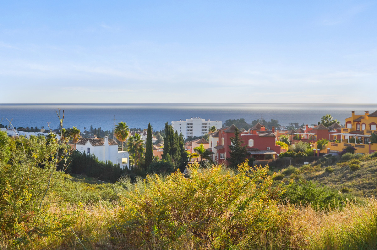 Welcome to this nice villa in a peaceful area of Marbella! The house is situated in a quiet neighbor,Spain