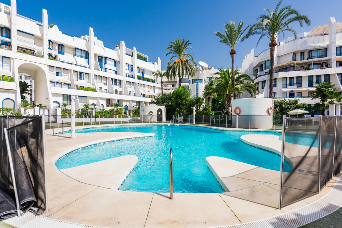 Welcome to the best urbanisation in Marbella town- Marbella House! This west facing 2, 5 beds 2,5 ba, Spain