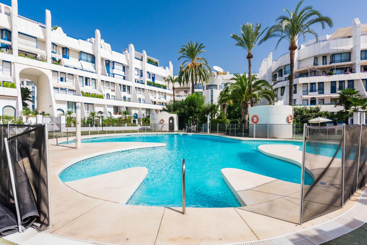 Marbella Banus Apartamento en Venta en Marbella – R3700325