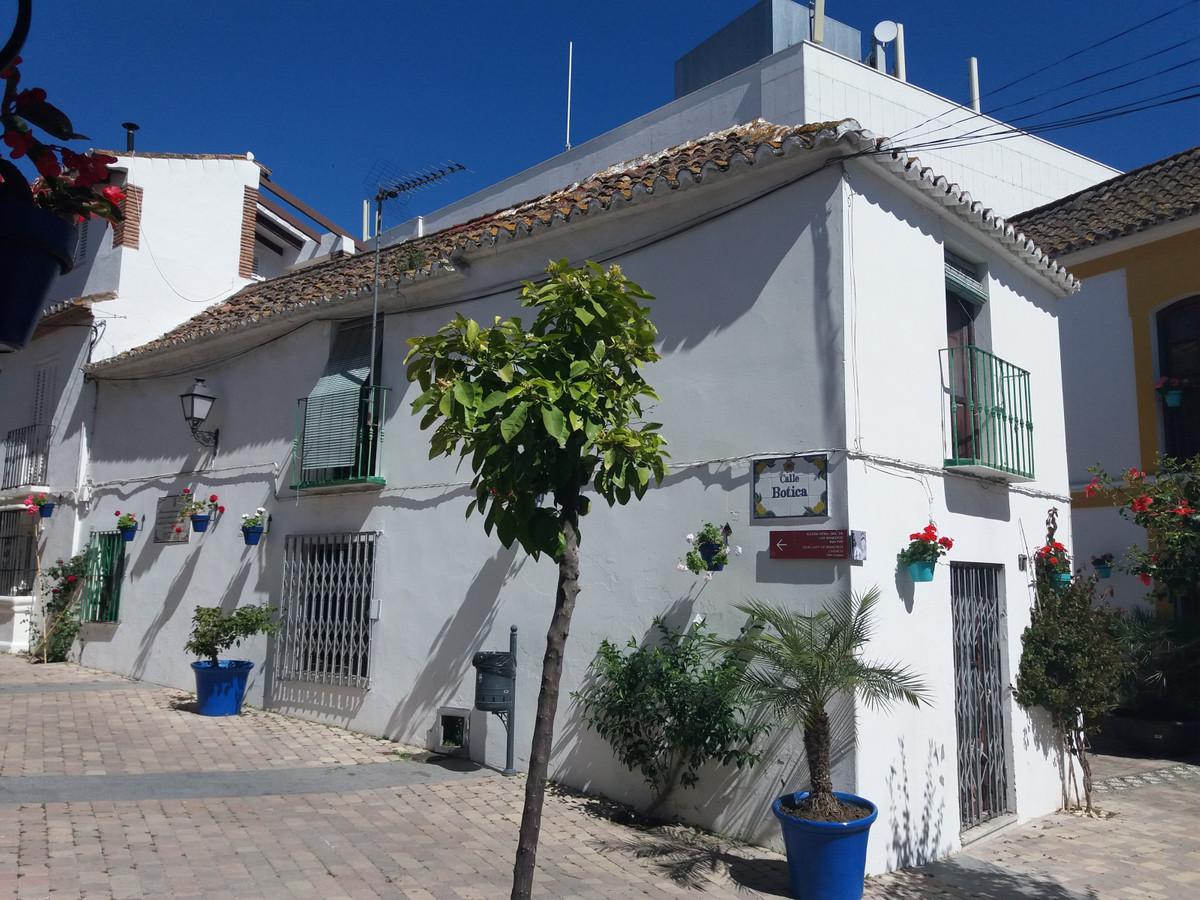 Unifamiliar  Adosada en venta   en Estepona