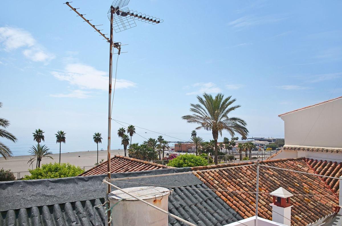 Detached Villa, Estepona, Costa del Sol. 3 Bedrooms, 2 Bathrooms, Built 120 m², Terrace 30 m², Garde,Spain