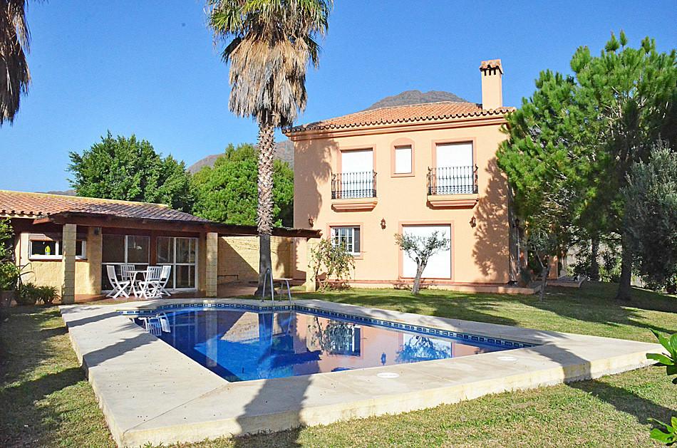 Villa 10 Dormitorios en Venta Estepona