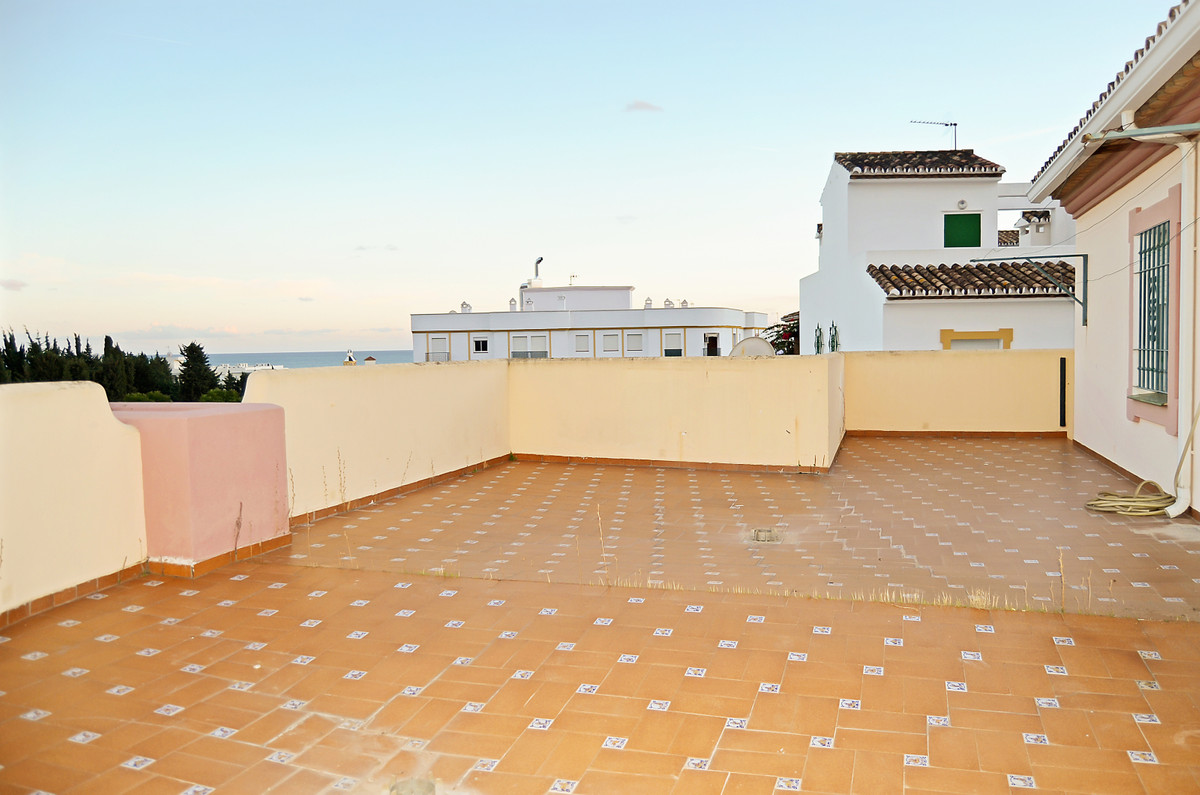 Welcome to this precious townhouse close to the beach of Estepona in the province of Malaga. The nic,Spain