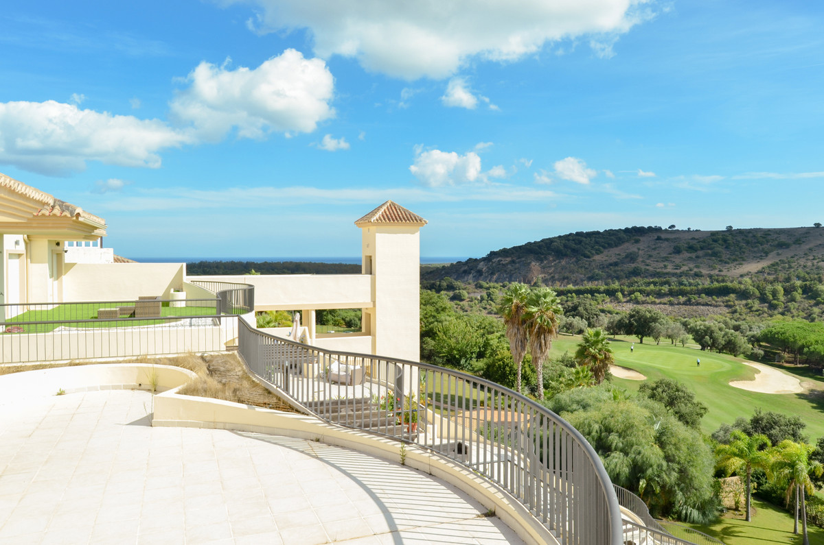 Penthouse, San Roque, Costa del Sol. 3 Bedrooms, 3.5 Bathrooms, Built 199 m², Terrace 146 m².  Setti, Spain