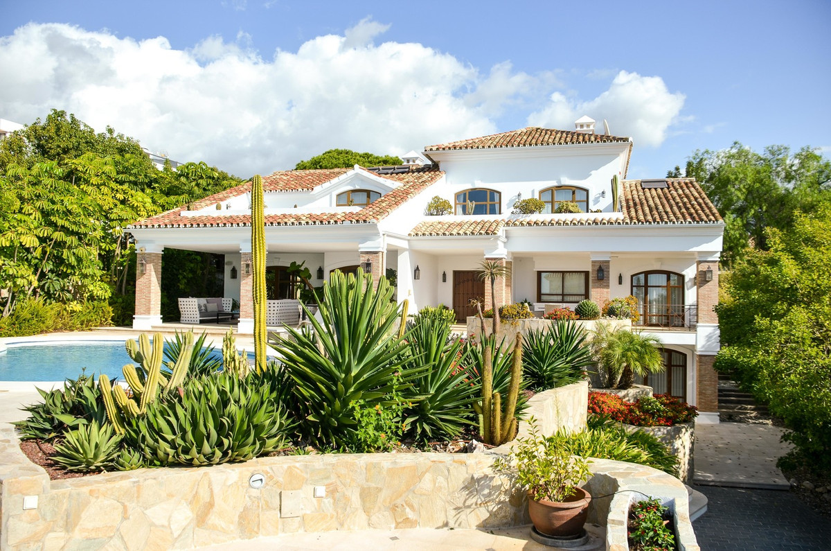 This Mediterrranean style villa with wonderful views to the sea is located in the one of the best st,Spain