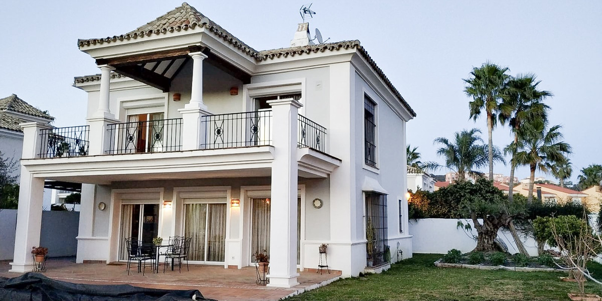 This townhouse is located less than five minutes from Puerto Deportivo de la Duquesa, where you can , Spain