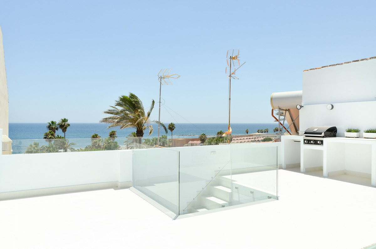 Townhouse, Estepona, Costa del Sol. 3 Bedrooms, 2 Bathrooms, Built 80 m², Terrace 60 m².  Setting : , Spain