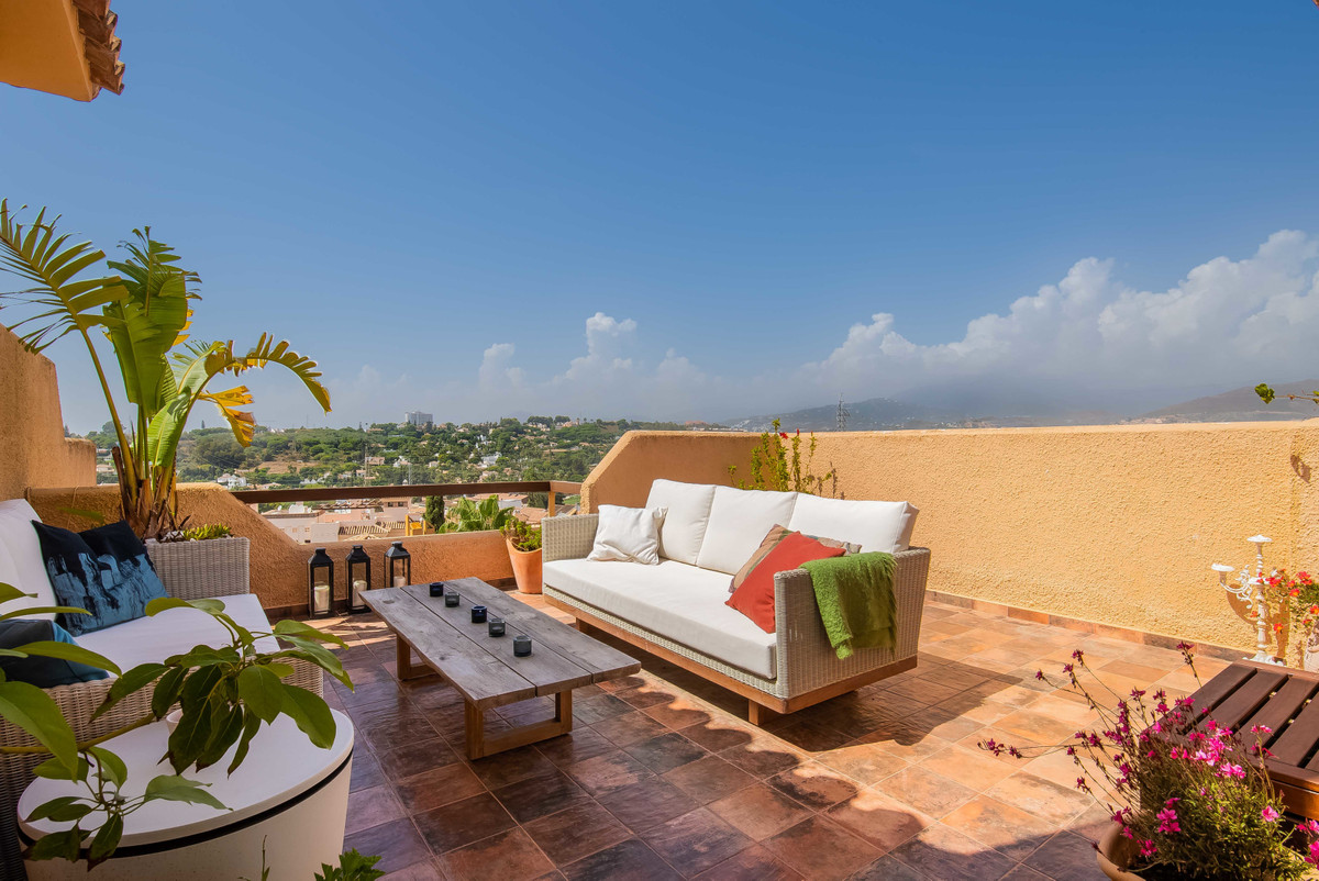 Renovated, modern townhouse in fantastic location - walking distance to all amenities and the beach.,Spain