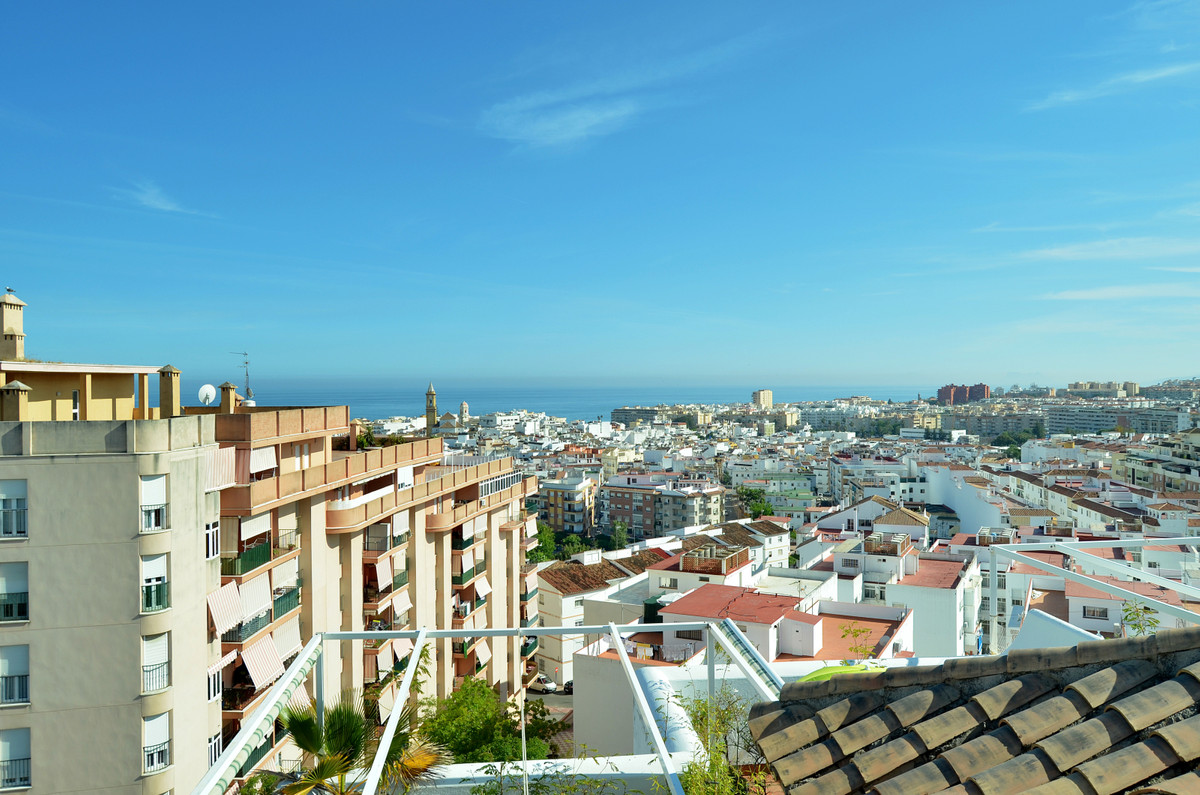 Penthouse, Estepona, Costa del Sol. 3 Bedrooms, 2 Bathrooms, Built 165 m², Terrace 45 m².  Setting :, Spain