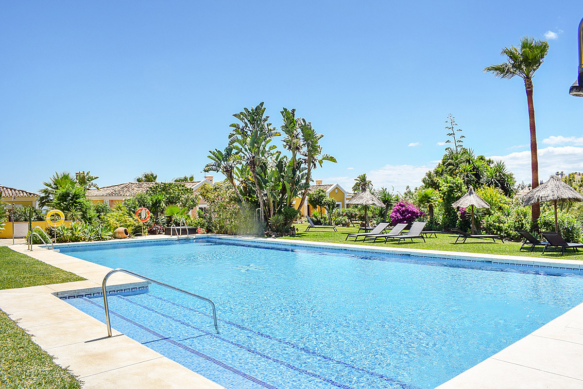 Nice house in the popular and well maintained complex Aldea Dorada.  The house is distributed on two,Spain