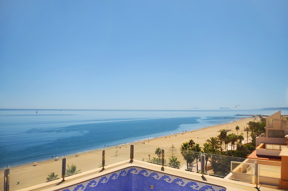 4 Bedroom Apartment for sale Estepona