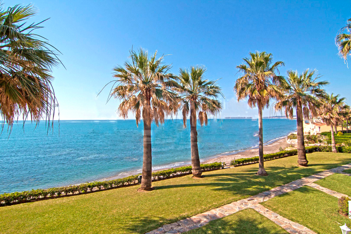 Townhouse in Frontline Beach Complex with 2 swimming pools , walking distance to the port and the Cr,Spain