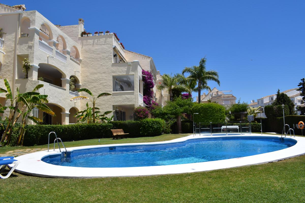 Apartamento Planta Media en Venta en El Paraiso – R3312892