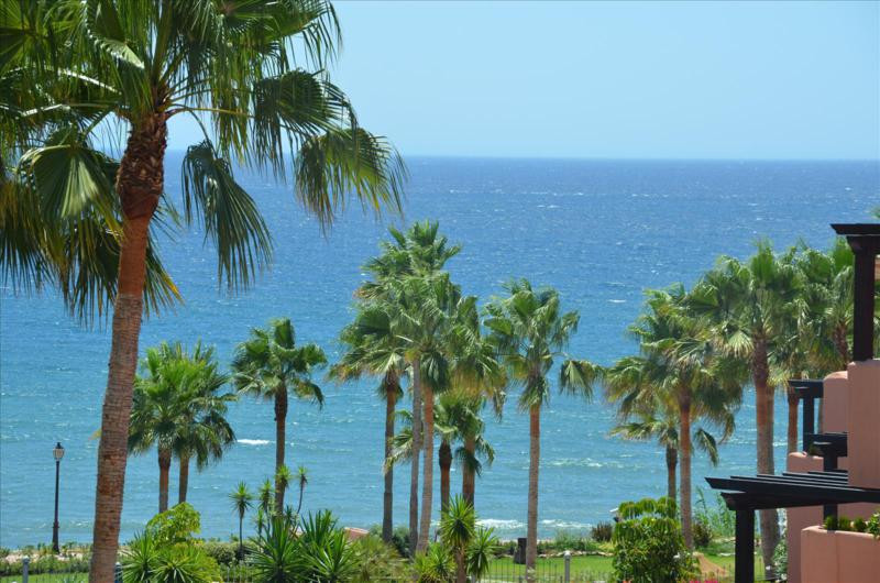 Middle Floor Apartment, Estepona, Costa del Sol. 2 Bedrooms, 3 Bathrooms, Built 257 m², Terrace 30 m, Spain