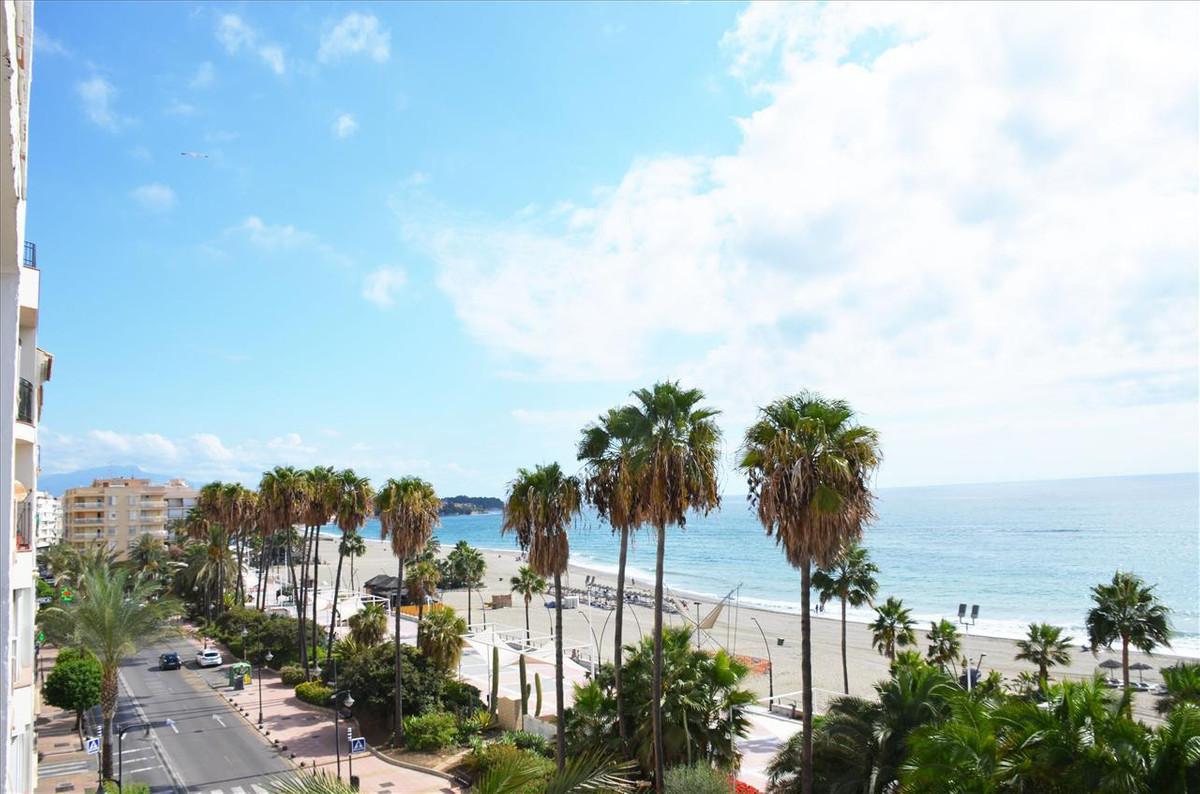 Top Floor Apartment, Estepona, Costa del Sol. 6 Bedrooms, 2 Bathrooms, Built 208 m², Terrace 15 m². ,Spain