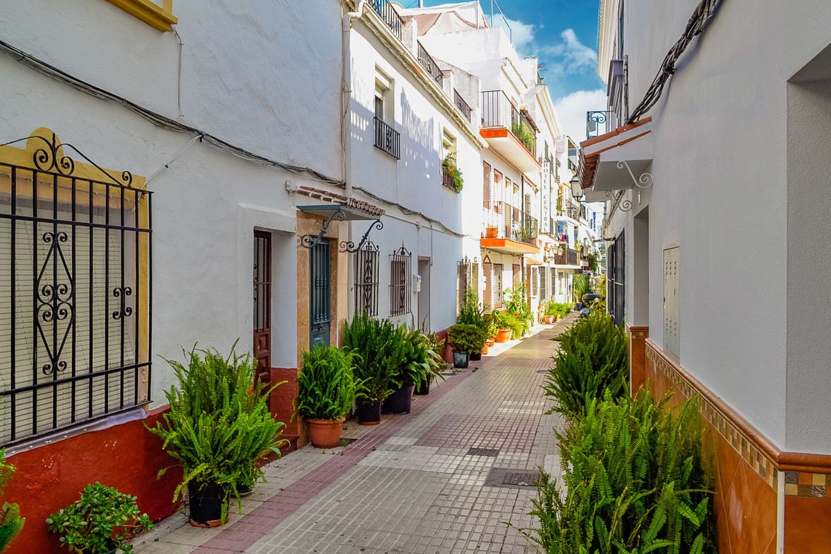 In a very cosy street five minutes from the beach you find this newly renovated ground floor apartme, Spain