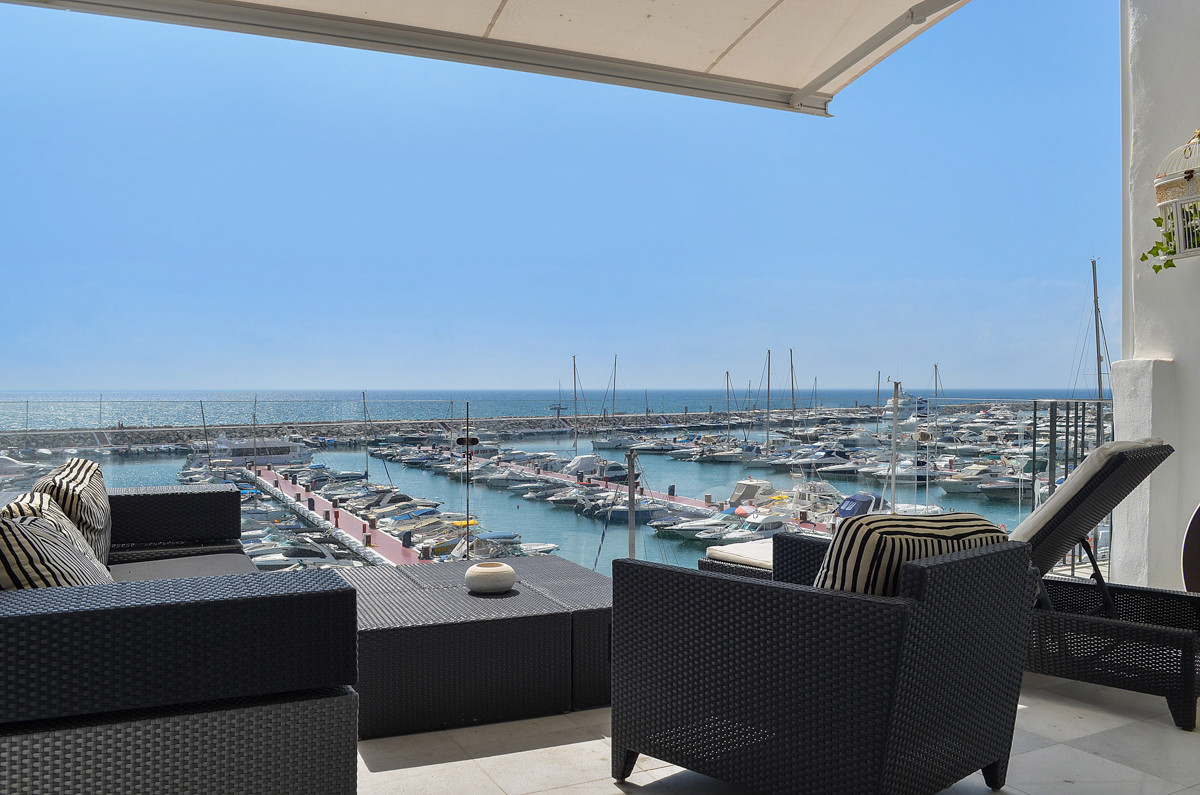 Very well-renovated penthouse front line in the port, Puerto Banus.  The penthouse consists of 2 bed,Spain