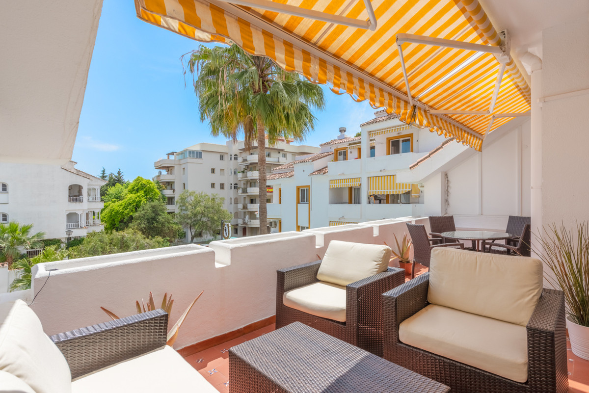 Recently renovated penthouse with 3 bedrooms and 2 bathrooms. Very well located in the Centro Plaza ,Spain