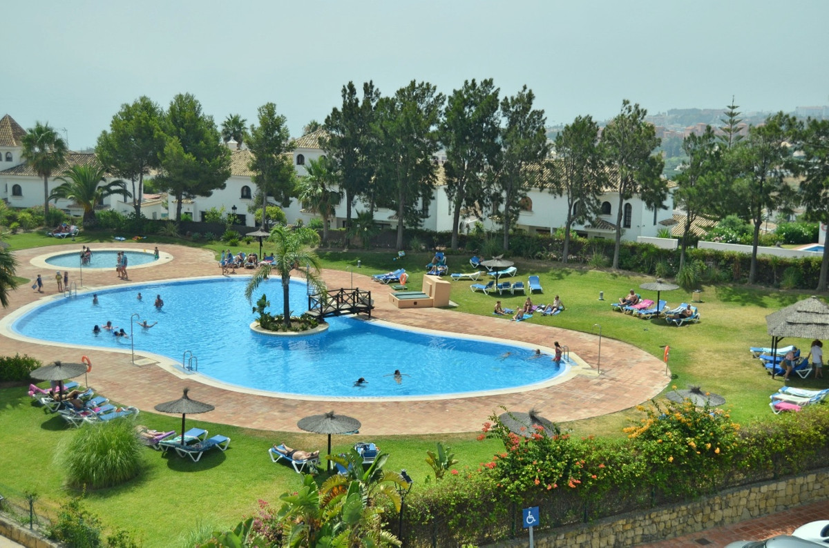Welcome to this great ground floor apartment in the popular urbanization Duquesa Suites!  Duquesa Su,Spain