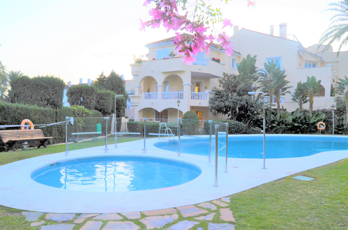 Welcome to this beautiful apartment in the nice urbanizaction Fuentes del Paraiso!  This cozy apartm,Spain