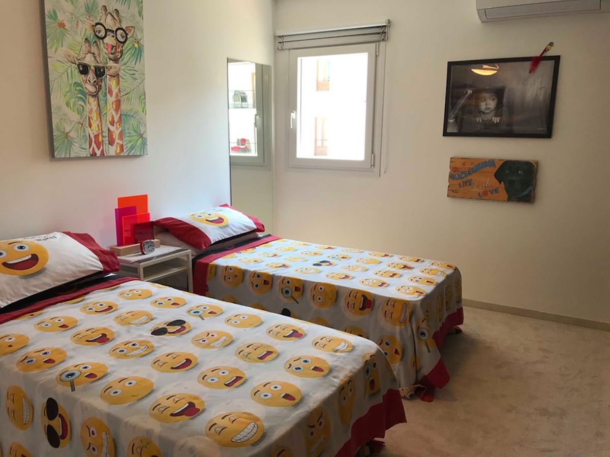 Apartamento con 5 Dormitorios en Venta La Duquesa