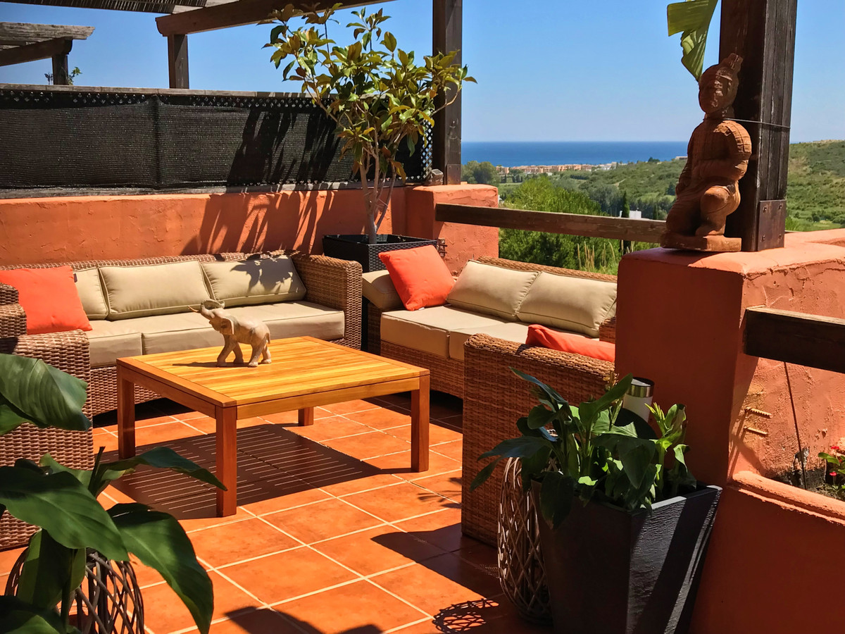 Middle Floor Apartment, Casares, Costa del Sol. 3 Bedrooms, 2 Bathrooms, Built 135 m², Terrace 44 m², Spain