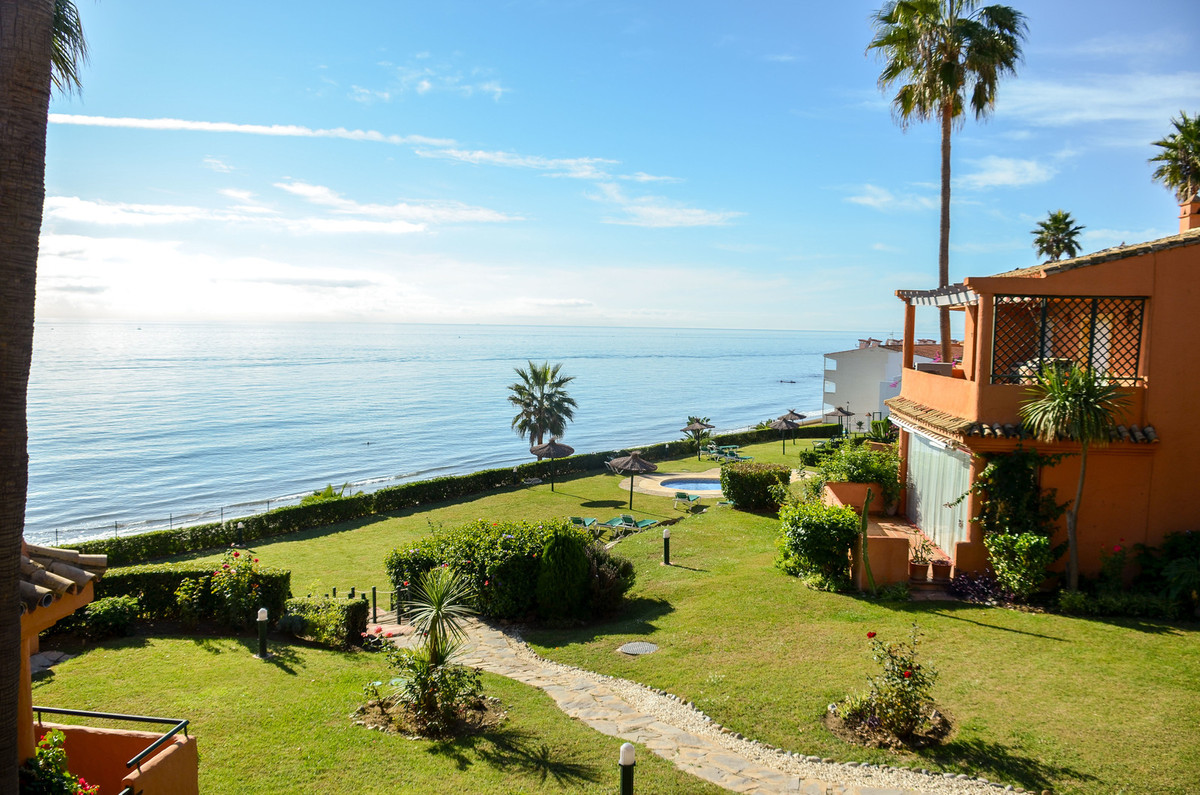 Semi-Detached House, Estepona, Costa del Sol. 3 Bedrooms, 2.5 Bathrooms, Built 124 m², Terrace 80 m², Spain
